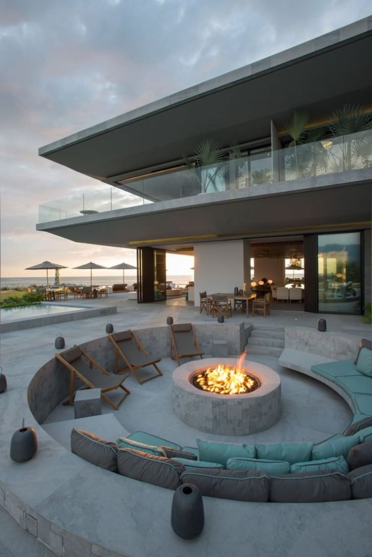 Fire Pit Table Set for the Rich and Famous